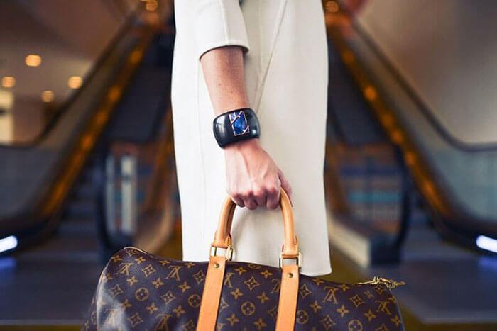Tampil Cantik dan Fashionable Saat Traveling: 10 Tips Mudah