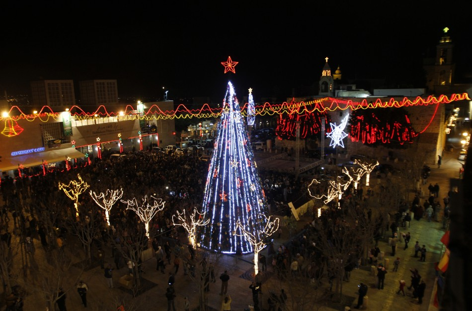 merayakan natal