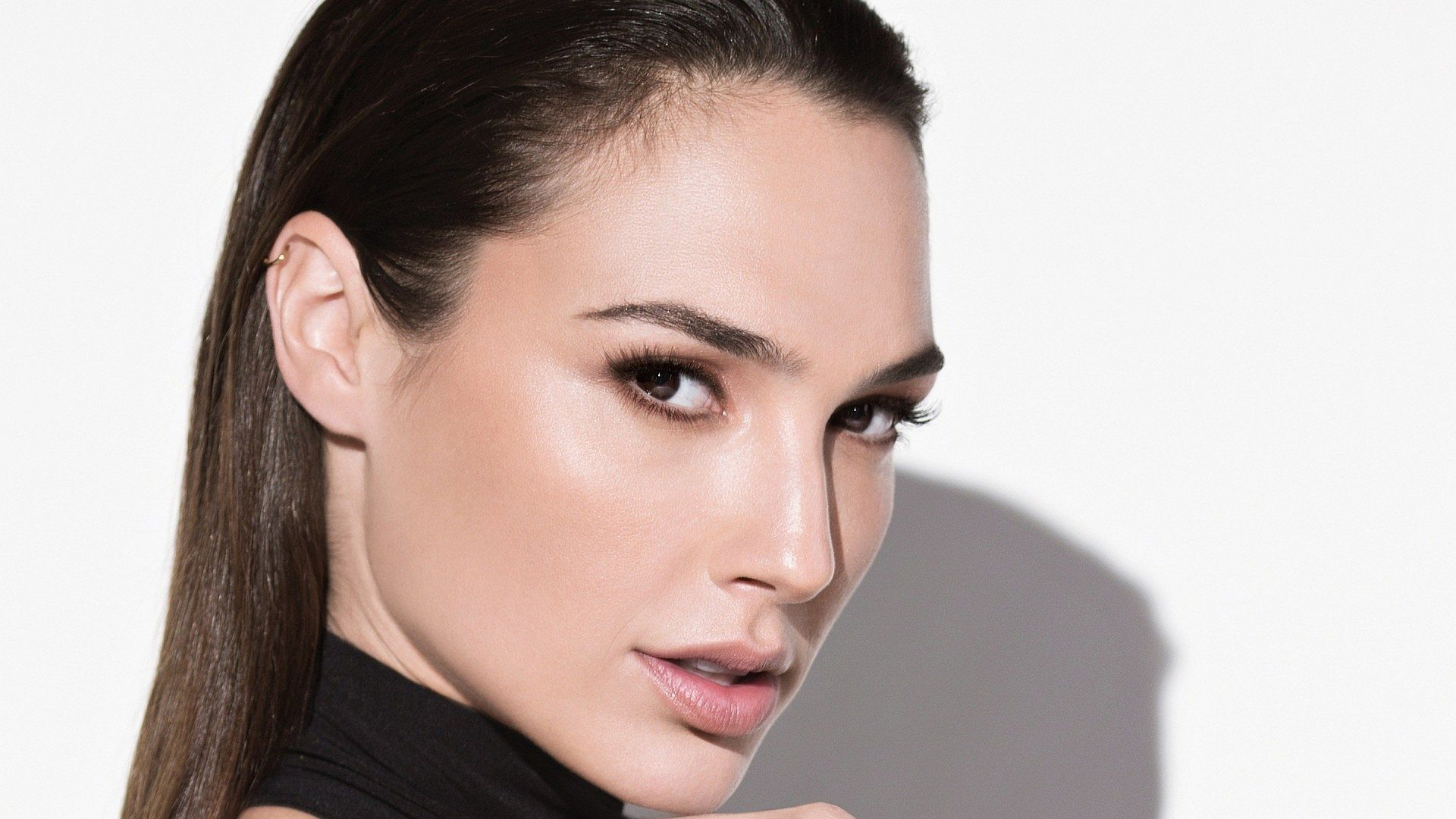 Steal the Look: Gal Gadot, Queen of Superhero